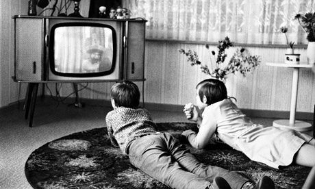 children-watching-tv-1972-008